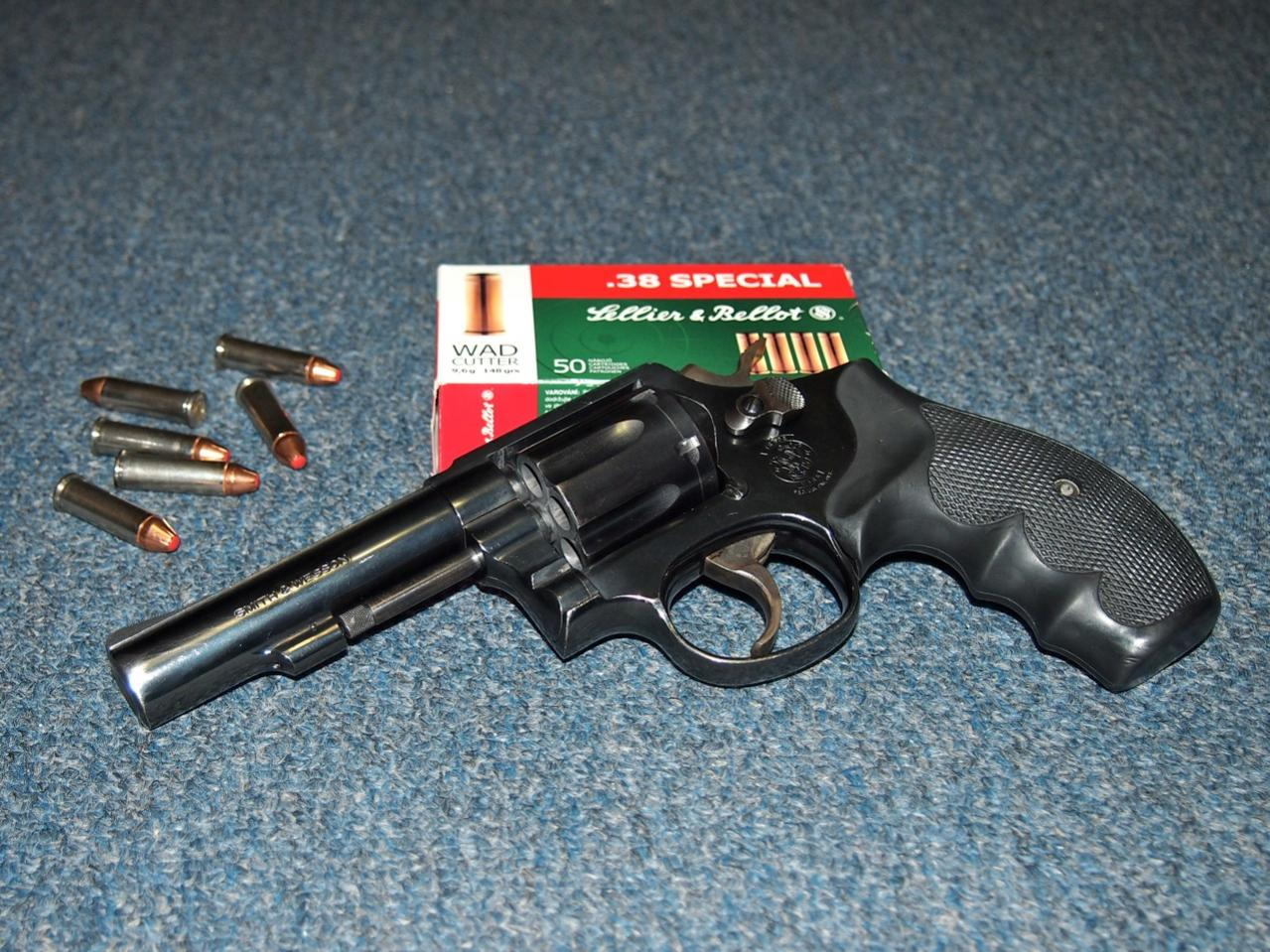 New to firearms: Properties of your ideal gun for home defense?-model10.jpg