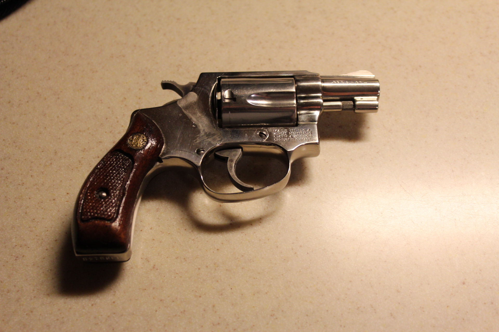 Since we are talking about snub nose revolvers,-n_m36_r.jpg