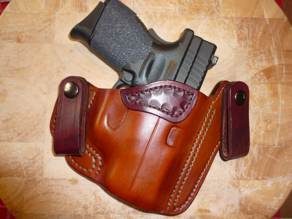 Looking for a quality yet affordable carry holster-p1020504.jpg
