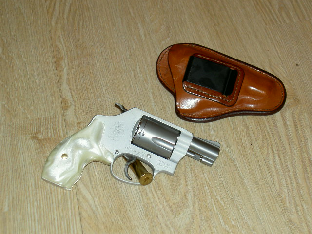 Interesting holster...but cant ID it!-pict0185.jpg