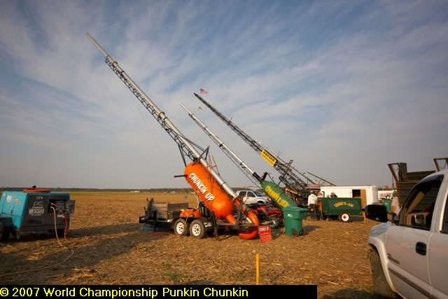 I never met a pumkin I didn't want to shoot!-pumpkin-chunkin-3.jpg