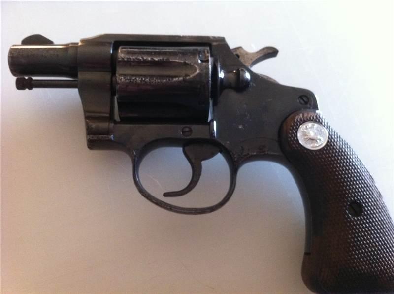 2 pistols, need some info please-quickshot-2012.05.16-19.38.19.jpg