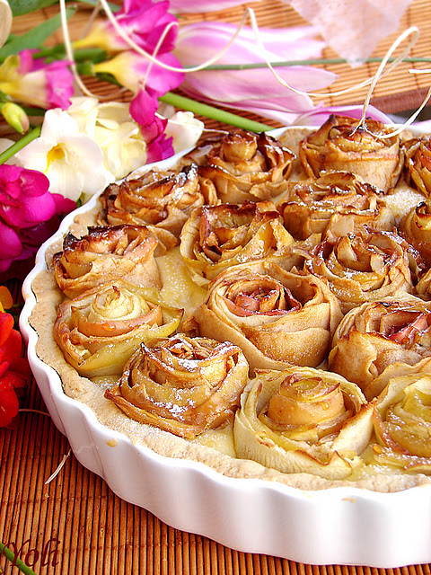 Guns and apple pie - totally off topic, just a pretty apple pie-roses__apple__pie4.jpg