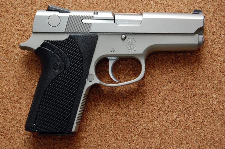 No more DA/SA for me...Glock had it right, but S&W did it better!-s-w-3953r.jpg