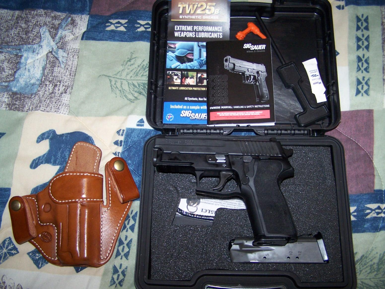 Having trouble getting used to my new sig sauer p229r 40s&w-sig-p229r-001.jpg