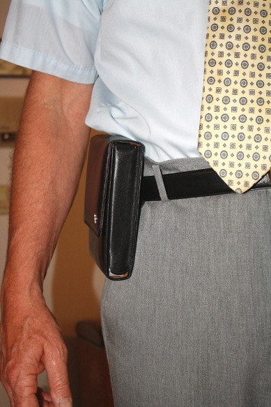 concealment versus ease of use-sneakpete_pt709slim_closed-frontview-small.jpg