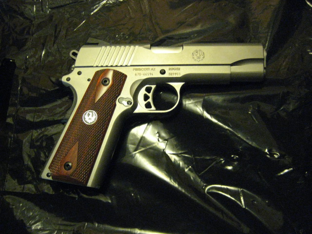 Alright 1911 carriers, what kind of 1911 do you carry? And what load?-sr1911cmd_r.jpg