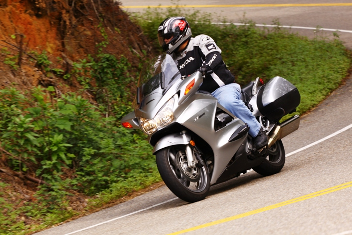 Motorcycling and CC-tail-dragon-aug_2009_sm.jpg