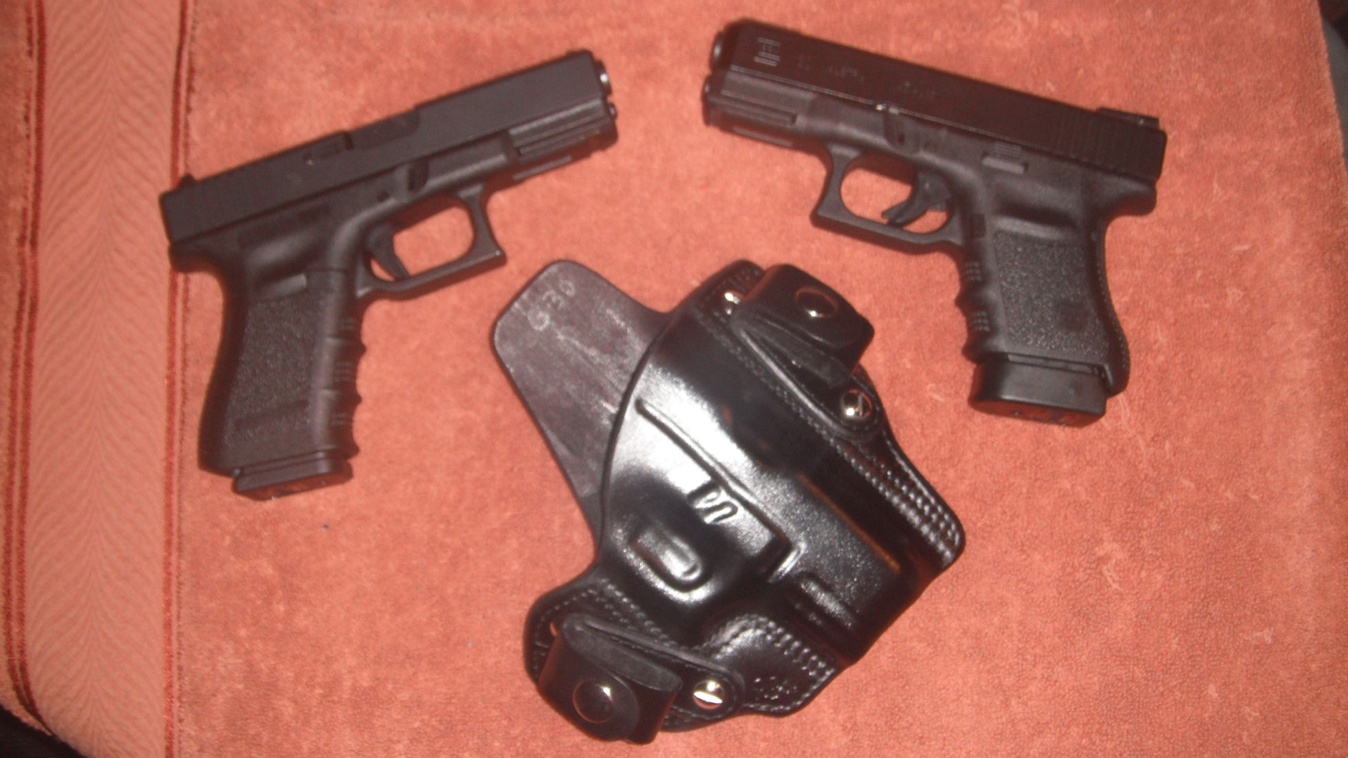 Pics of the new Glocks and leather from Rocky.-toms-pics-115.jpg