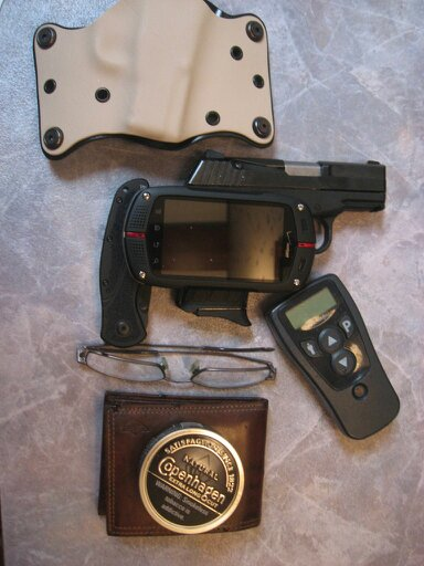 What do you carry everyday and how? Pictures and Discriptions only please!-uploadfromtaptalk1326110381746.jpg