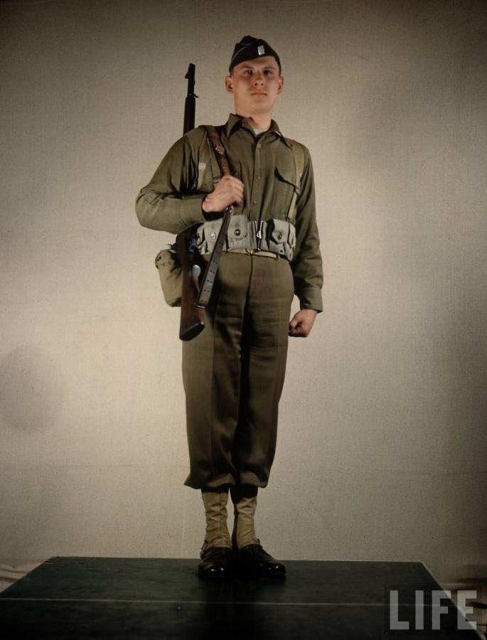2PT Sling Shoulder Transitions-us-army-enlisted-man-field-uniform-w.-rifle-slung-over-his-shoulder.jpg