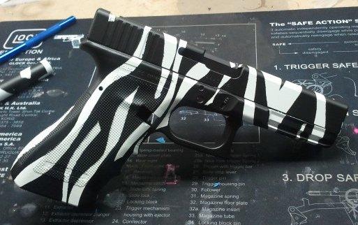 Zebra Stripe Glock 17-zebrastripeglock.jpg